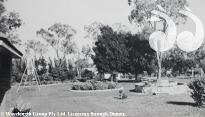 Elizabeth Park in the 1960s, with a fountain donated by William Bishop. Image courtesy of Scone and Upper Hunter Historical Society.