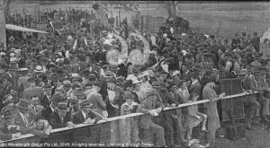 Aberdeen race crowd in the 1960s.
