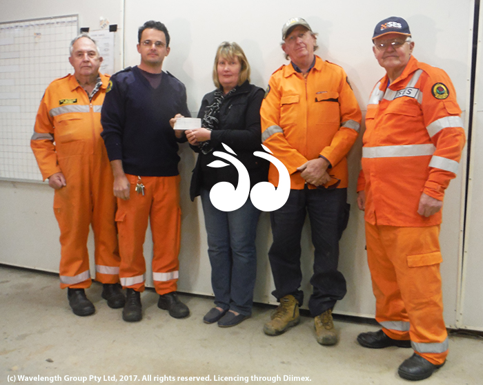 Elizabeth Birch from the Aberdeen Highland Games handing over the cheque to the Aberdeen SES. L-R: Ray Butchard, Tim McElory, Elizabeth Birch, Bob Kegan and Mick Batten.
